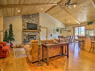 Big Bear Lake House w/ Mountain Views & Hot Tub!