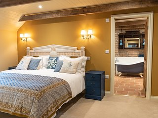 LUXURY ROMANTIC GETAWAY - GOOSE FEATHER BARN, WEDMORE