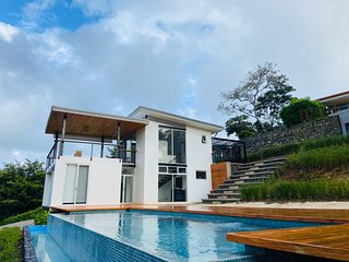 Luxury Villa with Stunning Views - Sleeps 4