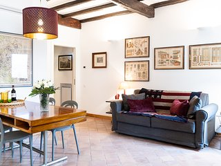 Romantic apartment in Trastevere with amazing view of piazza Trilussa