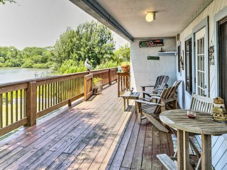 Waterfront Cedar Key Duplex House w/ Dock!