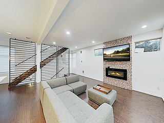 New & Modern Beacon Hill Haven w/ Balcony - Walk to Eateries & Bus Stop