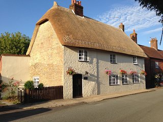 17th Century Thatched Cottage and Barn (See also sleeps 8 listing for reviews!)