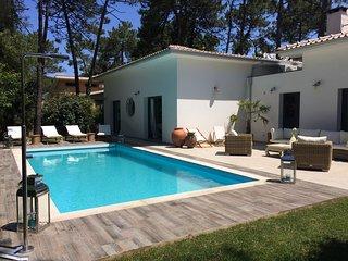 VILLA LUNA 240 M², 4 Chambres, 4 SdB, Piscine, dans  Pinède, 100 m des plages