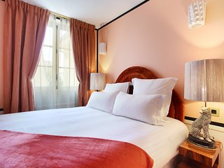 An Elegant Studio with Services in Le Marais | LF1