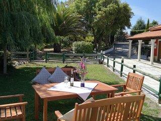 Quinta do Sobreiro.   A Four Bedroom Modernised Portuguese Farmhouse.