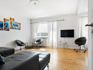 Big and nicely located 4 room apartment close to lake and green areas