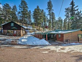 NEW! Centrally Located Cascade-Chipita Park Cabin!