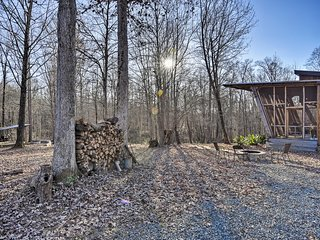 NEW! Wooded Retreat: Walk to Haw River+Sax Village