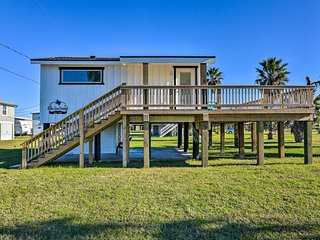 NEW! Inviting Studio - ½ Mile to Surfside Beach!
