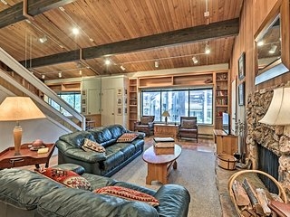 NEW! Tahoe Townhome Dreamin': 3Mi to Lake & Skiing