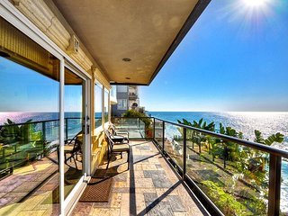 Charming & Cozy Villa with Beautiful Views of The Pacific Ocean!