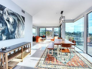 Exquisite Downtown Penthouse with stunning ocean views!