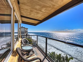 Exquisite Penthouse Villa with Stunning Costal Views!