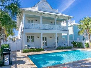 Luxury Coastal Home, Large Pool, Game Room, gulf views, beach chair setup incl.