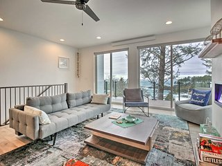 NEW! Depoe Bay Townhome w/ Deck & Ocean Views!