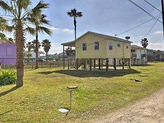 NEW! Pet-Friendly Gulf Coast Haven - Walk to Beach