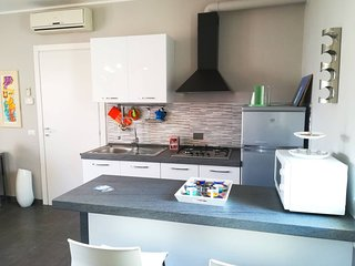 Modern Holiday Apartment With Wi-fi, Air Conditioning And Balcony Pets Allowed