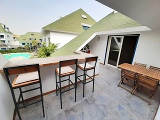 Pool house with outside bar/ kitchen on the balcony, next to the beach!