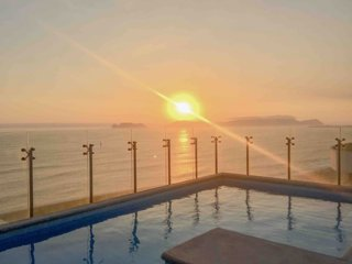 Stylish Apt With Seaview and Pool Near Airport
