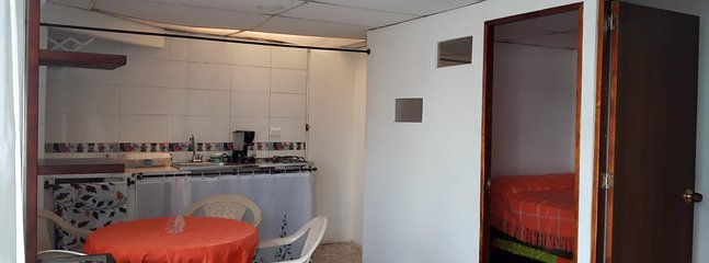 A central apartment in the heart of Armenia, 3 blocks from Calle Real, Comercio and parks.