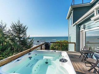 Oceanside Retreat - Modern luxury w/ Private Deck & Hot Tub