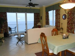 3BR Condo with Master Bedroom on the Gulf, Private Balcony Free WiFi Plus Free T