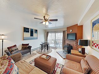 Glenwood Townhome, Cancel Free*, WiFi, Pets, Parking, Grill, Fireplace