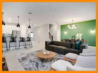 Storey Lake Resort 301 - modern villa with private pool and game room, near Disn