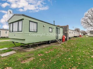 6 berth caravan for hire near Clacton on Sea in Essex ref 26126O