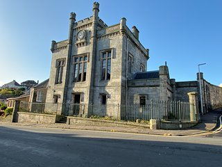 Kinghorn Town Hall - Large Historic Home on the Fife Coast close to Edinburgh