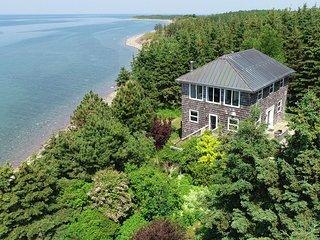 Romantic Art House by the Sea in Cape Breton