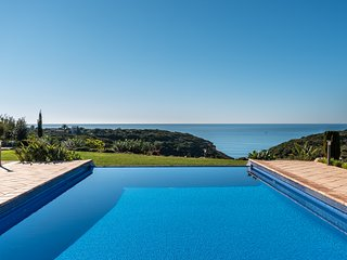 Frontline 4 Bed Villa With Stunning Ocean Views & Heated Pool