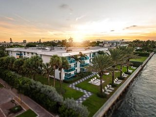 Walk to The Beach! Spacious 2BR Suite with Kitchen, Pool, Resort Style Amenities