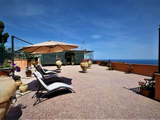Casa del Sole. Luxurious Penthouse in Taormina. Breathtaking Panoramic Views