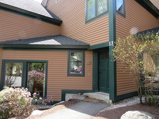 Waterville Valley Roomy Condo close to Town Square!