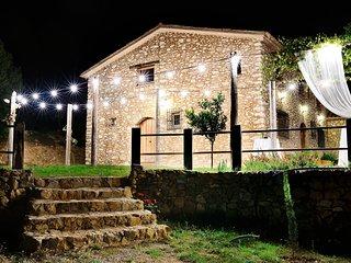 Típica masía catalana de piedra, con una antigüedad de dos siglos.