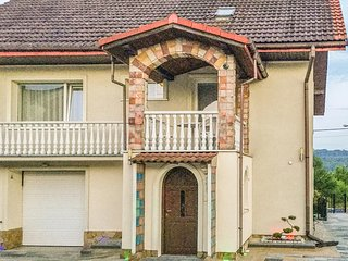 Nice home in Kraków w/ WiFi and 4 Bedrooms (PPG353)