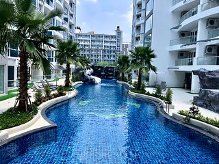 Pool View Luxury Business Suite F6 in Grand Avenue by Pattaya City Estates