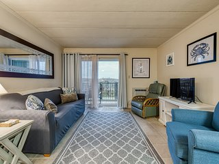 NEW LISTING! Charming 1st Floor Beachfront Condo w/private balcony-free parking!