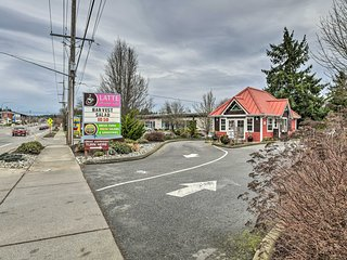 NEW! Cute Cottage w/ Deck, Walk to Brewery & Cafe!