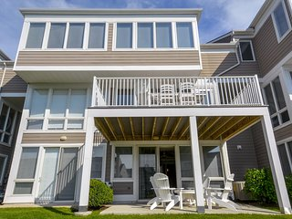 Bayville Shores 1169 - Sunroom, Tennis, Pools & More!