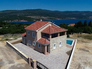 Kokic Holiday Home Sleeps 8 with Pool Air Con and WiFi - 5825491