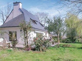 Beautiful home in Moelan sur Mer w/ WiFi and 3 Bedrooms (FBF410)