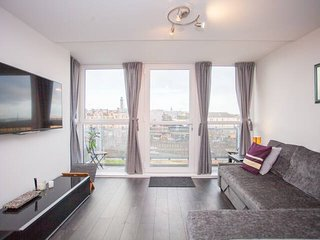Stylish and modern City Centre flat with balcony