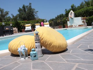 HOLIDAY HOUSE PERLA BIANCA, PRIVATE POOL, FREE WI-FI