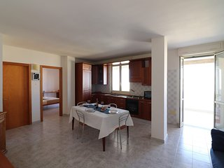 Holiday Apartment Near The Beach With Wi-fi, Air Conditioning And Balcony With