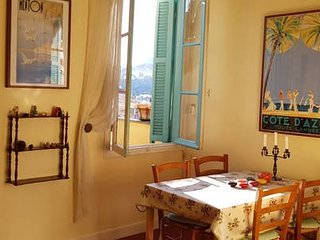 Charming two bedrooms Provencal feel apartment with open view on the mountains
