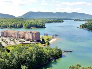 Waterfront Condo w/Resort Amenities