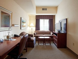 Walking Distance to LSU Campus | Comfy Suite + King Bed